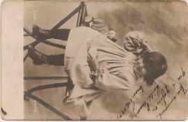 Tarjeta postal , enviada sin franqueo, multa - Foto de nena circa princ. S. XX