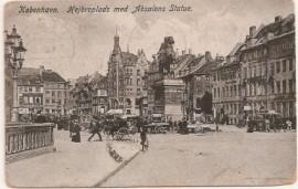 Tarjeta postal francesa, sin uso. Plaza de Saint Quentin - Carruajes